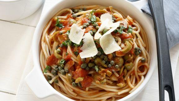 Rezept: Pasta und würziger Soße aus Sizilien