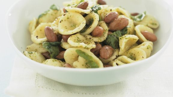 Rezept: Pastasalat mit Bohnen und Rucolapesto