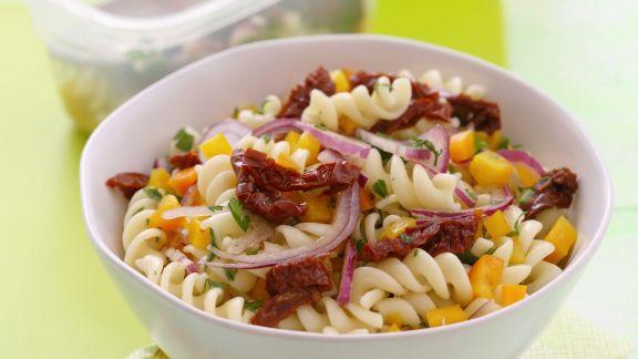 Rezept: Pastasalat mit getrockneten Tomaten