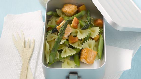 Rezept: Pastasalat mit Spargel und Lachs
