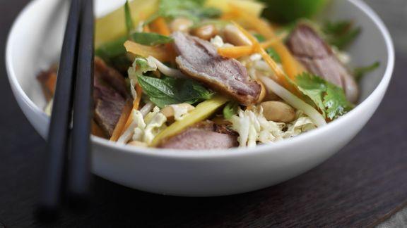 Rezept: Peking Ente mit Krautsalat im asiatischen Stil