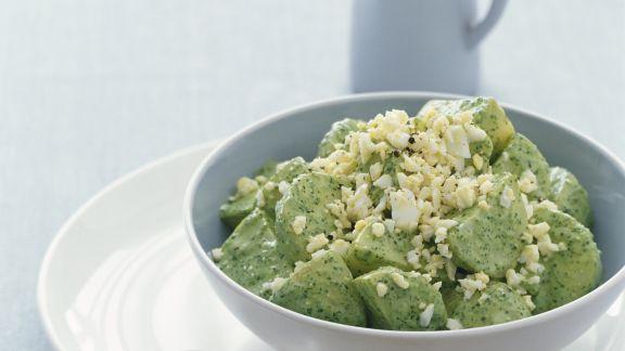Rezept: Pesto-Kartoffelsalat mit Ei