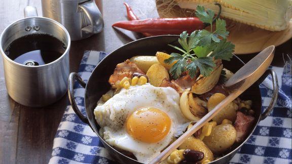Rezept: Pfannengemüse mit Kartoffeln dazu Spiegelei
