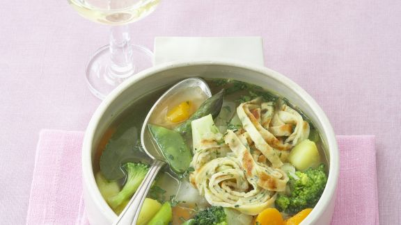 Rezept: Pfannkuchen-Gemüse-Suppe