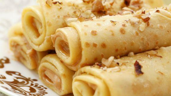 Rezept: Pfannkuchenröllchen mit Apfel, Erdnussbutter und Nüssen