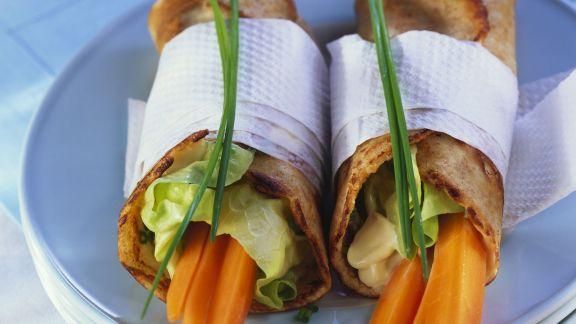 Rezept: Pfannkuchenrollen mit Karotten und Schnittlauchaufstrich
