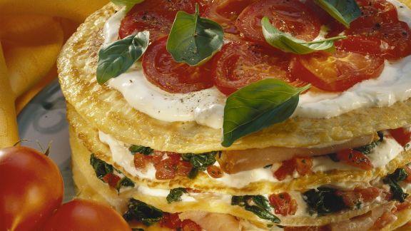 Rezept: Pfannkuchentorte mit Tomaten