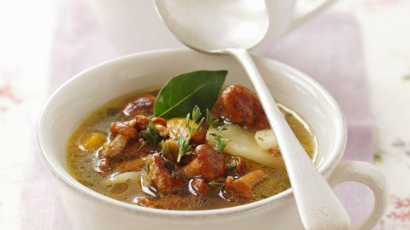 Rezept: Pfifferlings-Kartoffel-Suppe mit Thymian