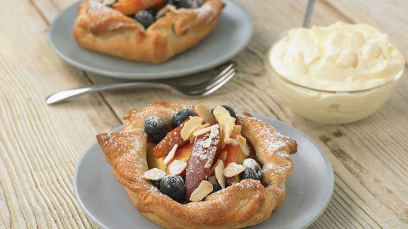 Rezept: Pfirsich-Heidelbeer-Törtchen