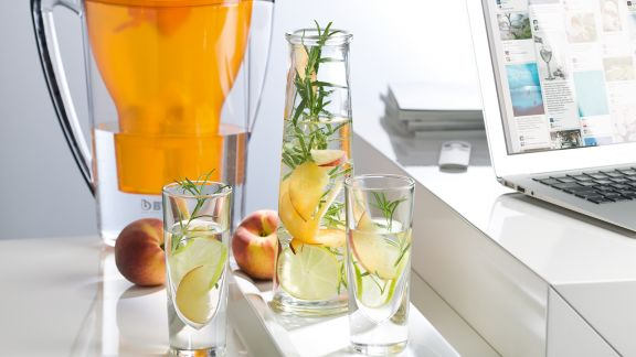 Rezept: Pfirsich-Holunderblüten-Wasser