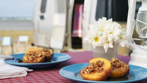 Rezept: Pfirsich mit Nüssen gefüllt