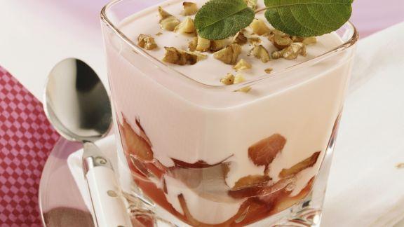Rezept: Pflaumenjoghurt mit Nüssen