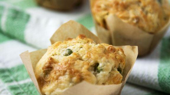 Rezept: Pikante Muffins mit Erbsen und Hackfleisch