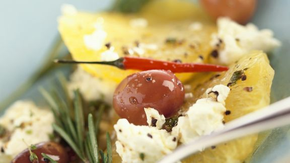 Rezept: Pikanter Zitrusalat mit Ricotta und Oliven