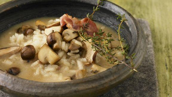 Rezept: Pilz-Reis-Suppe mit Bacon und Parmesan