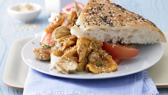 Rezept: Pilz-Rührei auf Fladenbrot