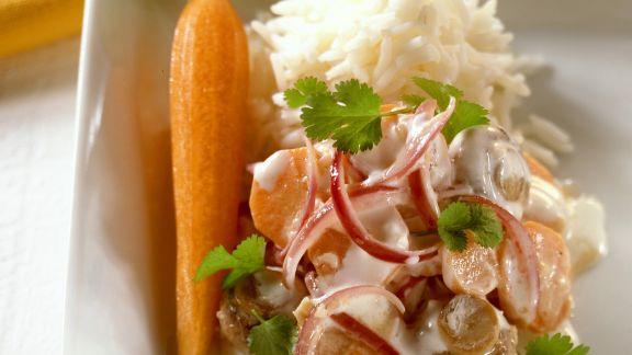 Rezept: Pilzcurry mit Karotten und Zwiebeln dazu Reis