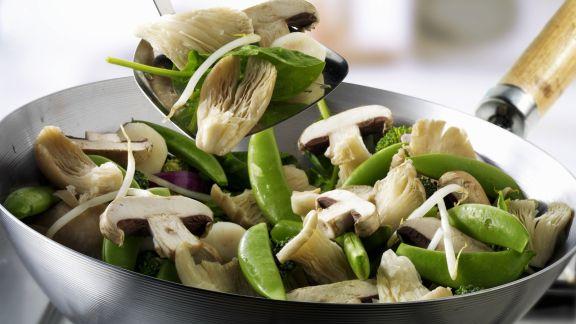 Rezept: Pilze und Gemüse aus dem Wok