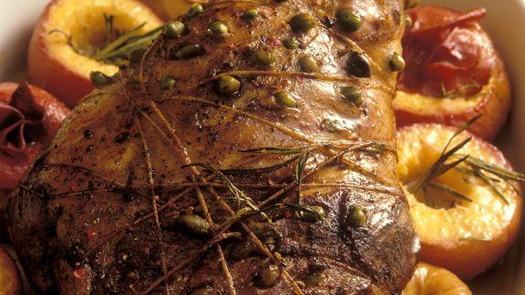 Rezept: Pistazien-Lammkeule mit Pfirsichen