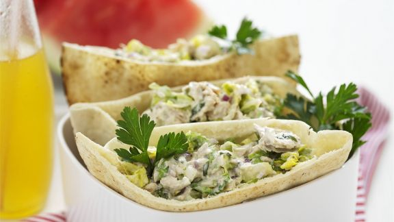 Rezept: Pita mit Mayonnaise und Hähnchen gefüllt