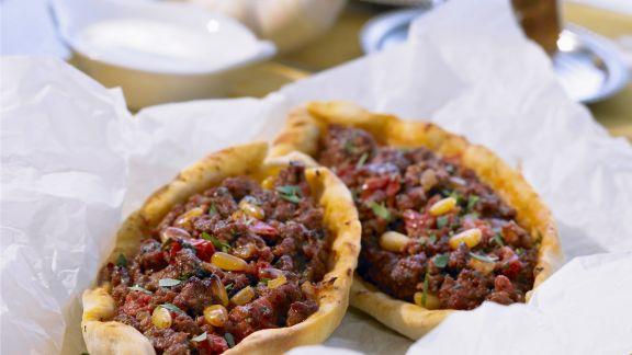 Rezept: Pizza auf türkische Art mit Lammhack
