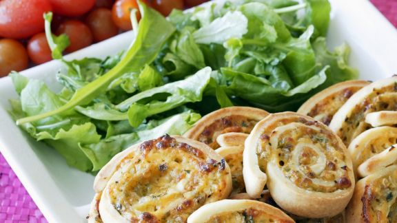 Rezept: Pizza-Kringel mit Rucola und Tomaten
