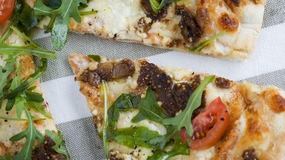 Rezept: Pizza mit Feigen und Rucola