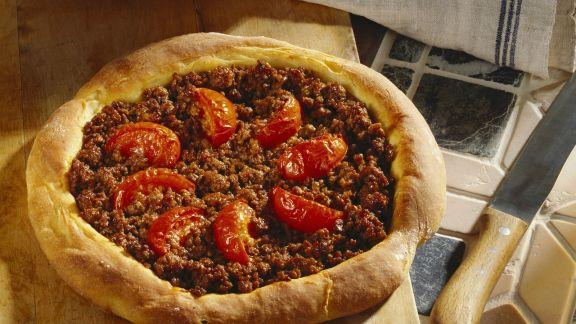 Rezept: Pizza mit Hackfleisch nach türkischer Art