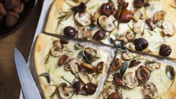 Rezept: Pizza mit Maroni und Champignons