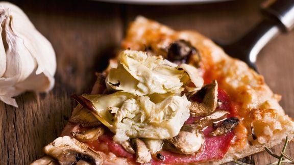 Rezept: Pizza mit Salami und Artischocken