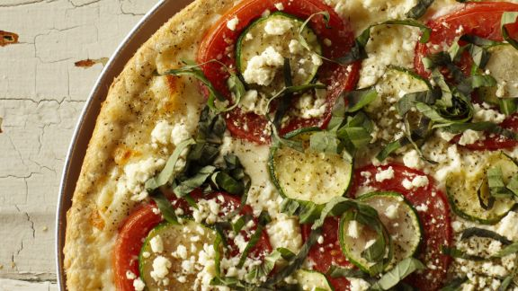 Rezept: Pizza mit Zucchini und Feta