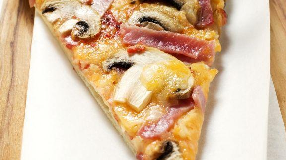 Rezept: Pizza Pilzen und Schinken