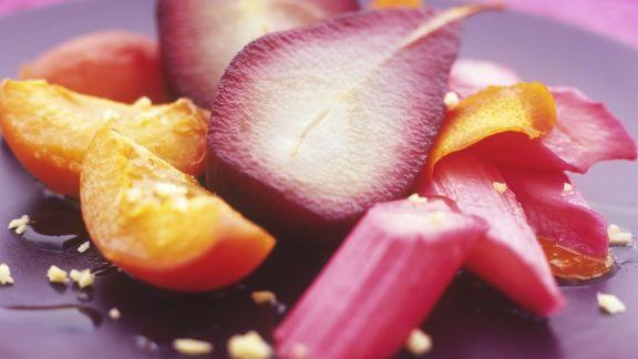 Rezept: Pochiertes Obst mit Sirup