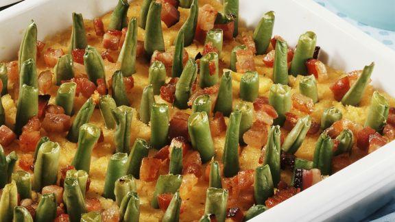 Rezept: Polenta-Speck-Auflauf mit grünen Bohnen gespickt