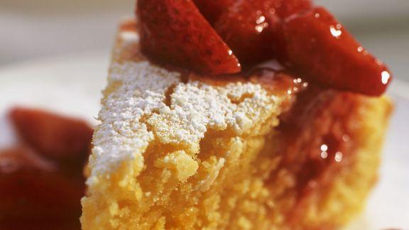 Rezept: Polentakuchen mit marinierten Erdbeeren