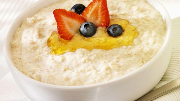 Rezept: Porridge mit Honig und Beeren
