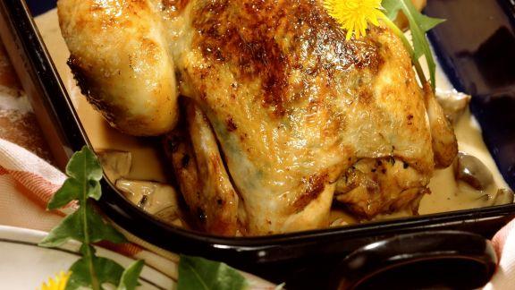Rezept: Poularde mit Löwenzahn und Gemüse gefüllt dazu Champignonsoße