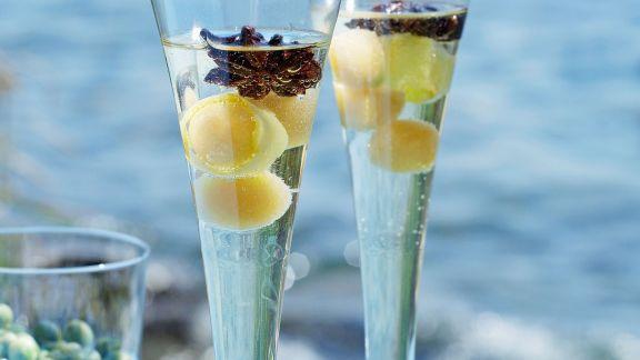 Rezept: Prosecco mit Sternanissirup