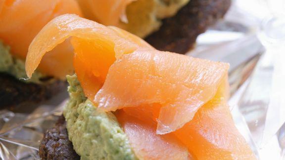 Rezept: Pumpernickel-Lachs-Häppchen