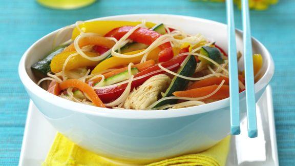 Rezept: Pute mit Gemüse und Asia-Nudeln