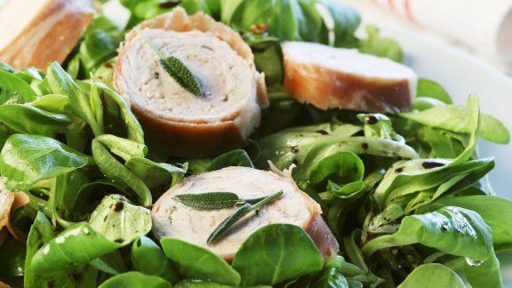 Rezept: Pute mit Rohschinkenmantel und Feldsalat