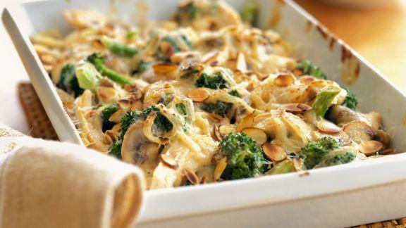 Rezept: Puten-Brokkoli-Gratin mit Mandeln