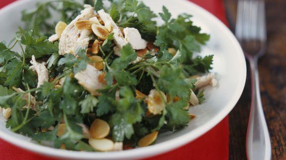 Rezept: Puten-Petersilien-Salat mit Mandelblättchen