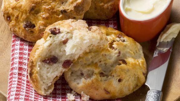 Rezept: Quarkbrötchen mit Kirschen