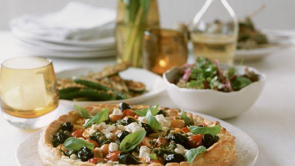 Rezept: Quiche mit Ricotta, Oliven, Cocktailtomaten und Basilikum