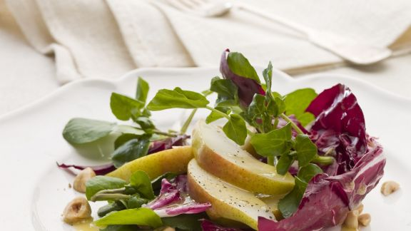 radicchio birnen salat mit haselnuss vinaigrette rezept eat smarter. Black Bedroom Furniture Sets. Home Design Ideas