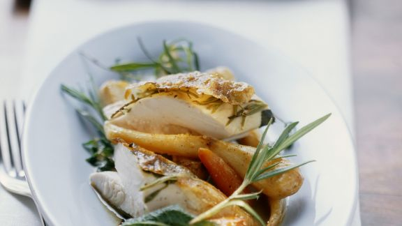 Rezept: Raffiniert gefülltes Kräuterhähnchen mit gemischtem Gemüse