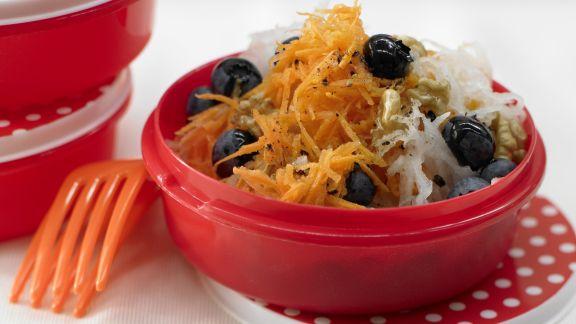 Rezept: Raspelmöhrensalat mit Heidelbeeren
