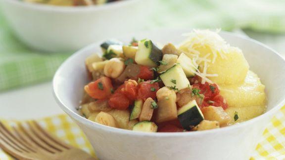 Rezept: Ratatouille-Gemüse mit Maisbrei