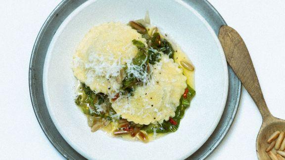 Rezept: Ravioli aus Kartoffelteig mit Endiviengemüse